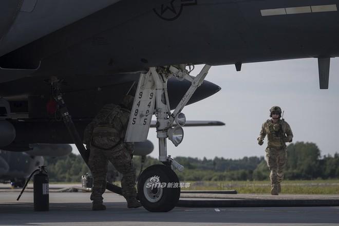 Mỹ gây áp lực cực lớn lên Nga khi triển khai F-15E cách biên giới chỉ 230 km - Ảnh 5.
