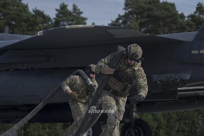 Mỹ gây áp lực cực lớn lên Nga khi triển khai F-15E cách biên giới chỉ 230 km - Ảnh 7.