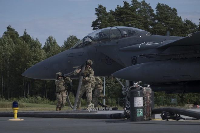 Mỹ gây áp lực cực lớn lên Nga khi triển khai F-15E cách biên giới chỉ 230 km - Ảnh 9.