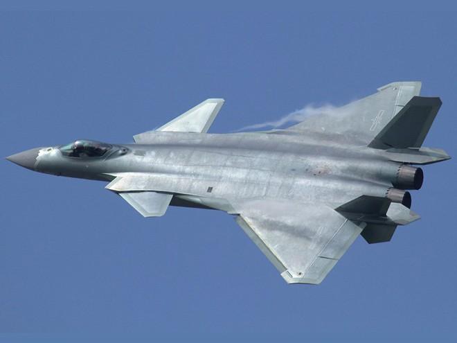 Điểm danh 10 máy bay quân sự đắt giá nhất thế giới - Ảnh 10.