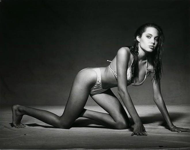 Trước khi xuất hiện với diện mạo gầy gò, Angelina Jolie từng khiến vạn người mê mẩn nhờ vẻ ngoài nóng bỏng tràn đầy sức sống đến thế này - Ảnh 10.
