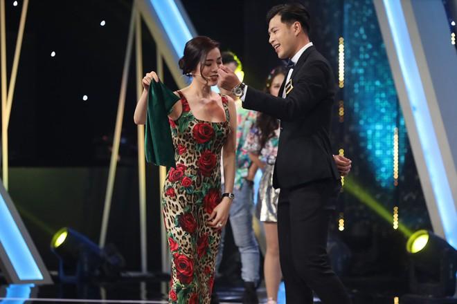 Trấn Thành bật khóc khi chuyện cầu hôn với Hari Won được nhắc lại - Ảnh 3.