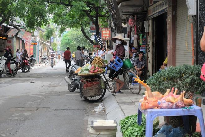 Vụ cháy kho nhà máy Rạng Đông: Thị trường thực phẩm cạnh hiện trường hoạt động ra sao? - Ảnh 9.