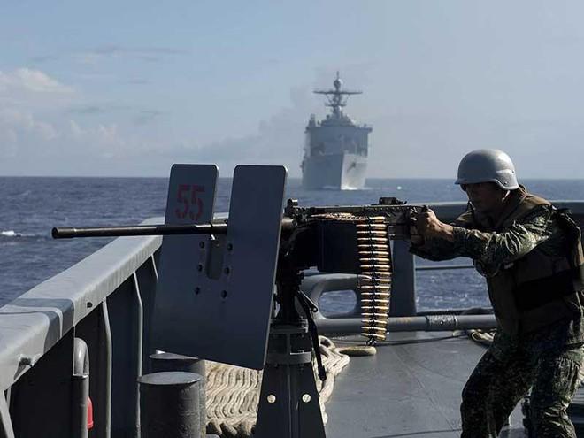 Đối phó Trung Quốc ở biển Đông: Cơ bắp chưa đủ! - ảnh 1