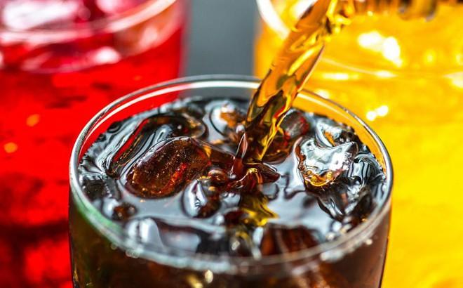 """Thông tin gây sốc đối với những ai """"nghiện"""" nước ngọt: Trước khi uống nên biết để cân nhắc"""