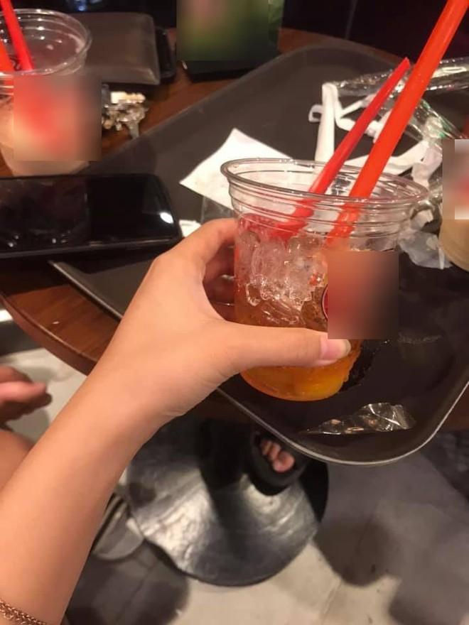 Lên mạng than phiền nhân viên chuỗi cà phê nổi tiếng coi thường khách hàng, cô gái trẻ bất ngờ bị chỉ trích ngược vì một chi tiết - Ảnh 2.