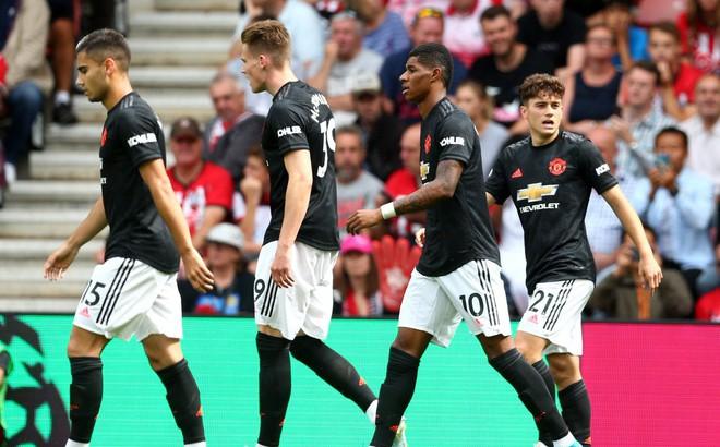 """""""Hòn đá tảng"""" của Man United lại mắc lỗi, Quỷ đỏ lại thêm trận """"đen đủi"""" đầy thất vọng"""