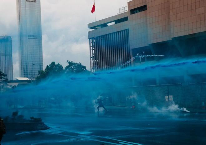 Rạng sáng nay, cảnh sát vũ trang và công an Trung Quốc tiếp tục dồn quân về sát Hồng Kông - Ảnh 3.