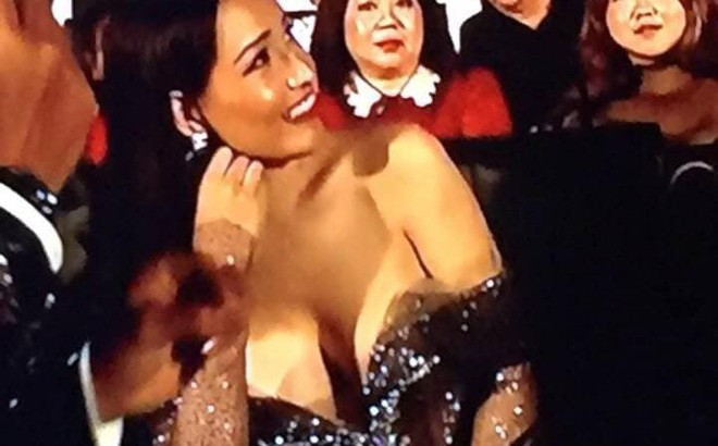 Mai Phương Thúy bị bàn tán vì khoảnh khắc gợi cảm tại Hoa hậu Thế giới Việt Nam 2019