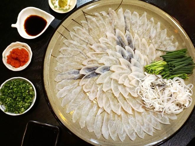 7,5 triệu đồng/100g thịt, ai mà ngờ loại cá vừa xấu xí vừa cực độc này lại đáng giá ở Nhật Bản đến thế - Ảnh 2.