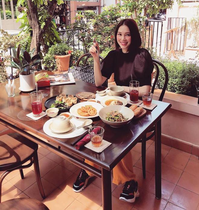 Cuộc sống sang chảnh của ngọc nữ 9X được dân mạng đồn là bạn gái mới của Phillip Nguyễn - em chồng Hà Tăng - Ảnh 9.