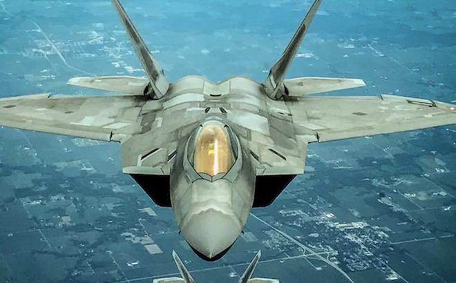 """Tiêm kích tàng hình F-22 quay trở lại Syria: Mỹ hiến dâng """"kho báu tuyệt mật"""" cho Nga?"""