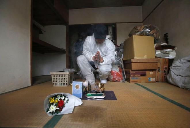 Nỗi sợ bao trùm người già ở Nhật Bản: Những cái chết cô đơn không ai biết, thi thể nằm đó bốc mùi chẳng ai hay - Ảnh 9.