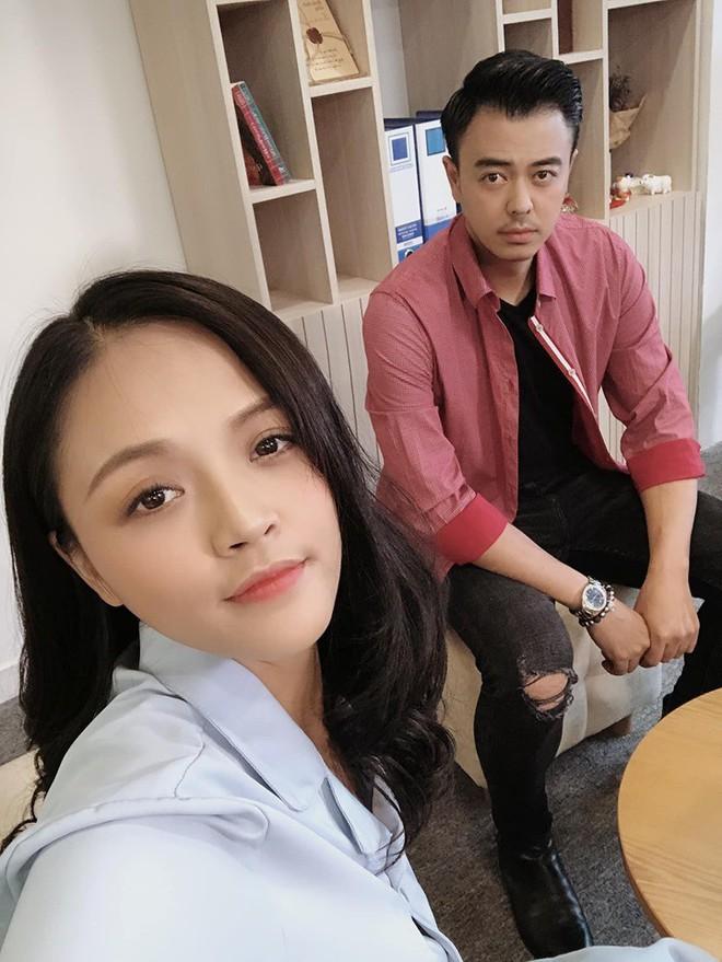 Chú Quốc phim Về nhà đi con: Cảnh tôi hôn Thu Quỳnh, vợ bảo cũng cuồng nhiệt đấy! - Ảnh 3.