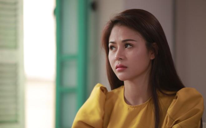 Diễn viên Thu Trang: 24 tuổi ly hôn, tay trắng ra đi ôm theo con trai 5 tháng tuổi