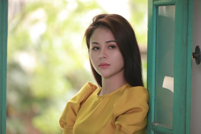 Diễn viên Thu Trang: 24 tuổi ly hôn, tay trắng ra đi ôm theo con trai 5 tháng tuổi - Ảnh 2.