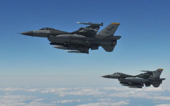 """Mua tiêm kích F-16 Mỹ: Quốc gia này sẵn sàng """"chơi lớn"""" với vũ khí hạt nhân?"""