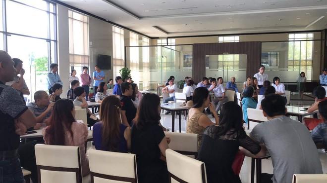 Hàng chục khách hàng từ Hà Nội, Sài Gòn tập trung đòi nhà tại dự án cũ của Vũ nhôm ở Đà Nẵng - Ảnh 1.