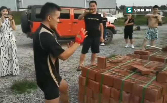 """Võ sư Vịnh Xuân, Thái Cực bị """"ném đá"""" vì diễn trò chặt gạch sau trận đấu hài hước"""