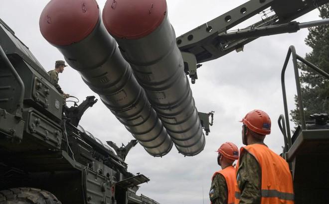"""""""Cõng rắn cắn gà nhà"""": S-400 của Nga có phải """"ngòi nổ"""" để Thổ Nhĩ Kỳ phá hủy """"đế chế NATO"""" 70 năm tuổi?"""