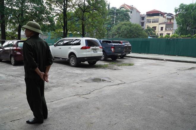 Vụ bé trai tử vong trong ô tô: Lái xe đỗ ở vị trí khác mọi khi - Ảnh 2.