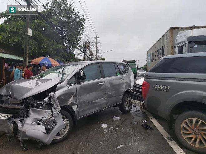 Xe container lùa 5 ô tô trên Quốc lộ 13, nhiều người bị thương - Ảnh 2.