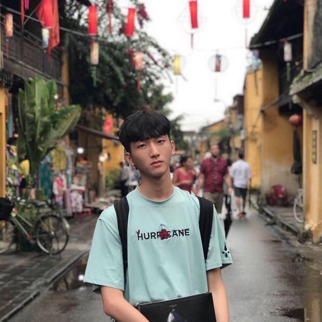 """Đăng ảnh kể khổ khi bán giày online, chàng trai 1m83 được các cô gái hỏi thăm: """"Mặt hàng này còn không?"""" - Ảnh 2."""