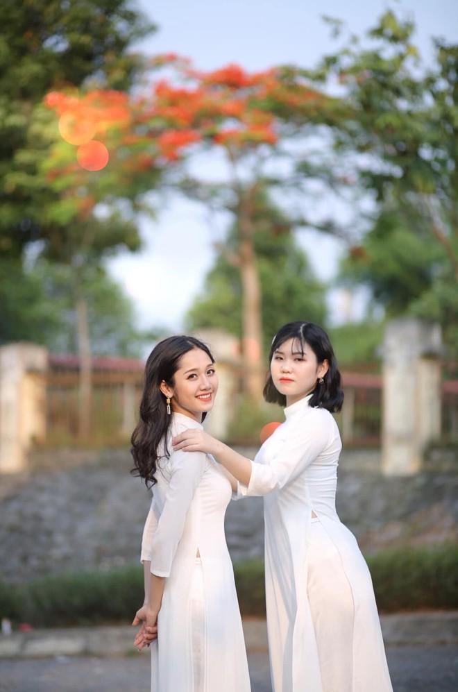 Lộ bức ảnh thẻ mặc đồng phục, nữ sinh Lào Cai khiến dân mạng lập tức truy tìm - Ảnh 4.