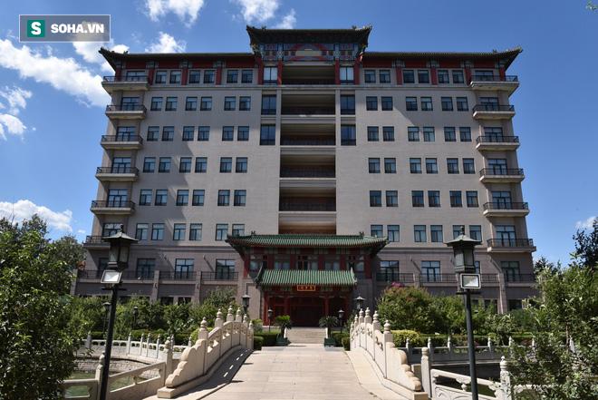 ĐỘC QUYỀN: Choáng ngợp tài sản khổng lồ và bảo tàng gỗ quý, lớn nhất Trung Quốc của Đường Tăng phim Tây Du Ký - Ảnh 5.