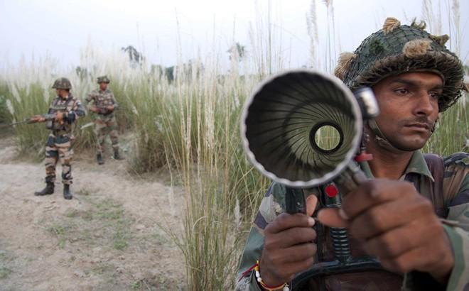 NÓNG: 6 tiếng giao tranh nghẹt thở giữa Ấn Độ và Pakistan - Hỏa lực mạnh nã tới tấp
