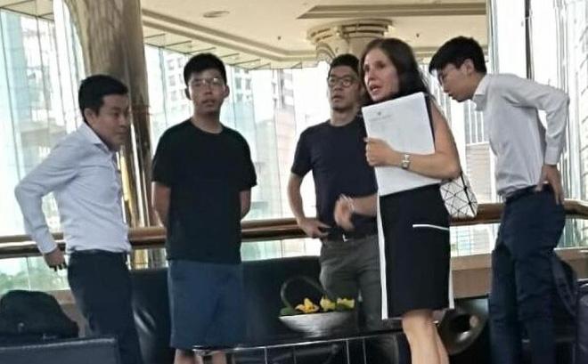 """Trung Quốc triệu tập khẩn quan chức Mỹ nghi lộ ảnh """"mật đàm"""" với nhóm thủ lĩnh đối lập Hồng Kông"""