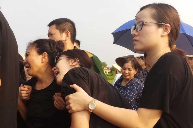 Xé lòng nơi quê nhà học sinh tử vong vì bị bỏ quên trên xe đưa đón trường Gateway - Ảnh 13.