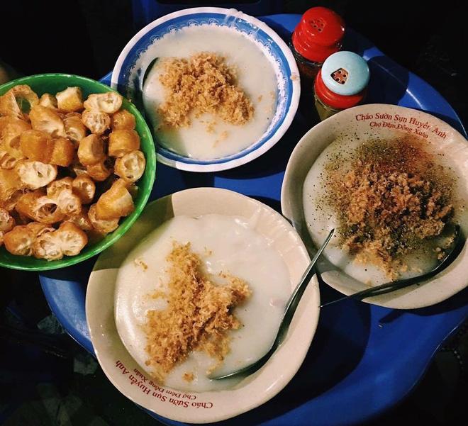 Những hàng ăn ở Hà Nội chỉ mở lúc rạng sáng và nghỉ bán khi mặt trời vừa lên, dù gió rét vẫn tấp nập người qua lại - Ảnh 17.