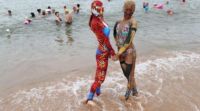 Đỉnh cao thời trang tắm biển là đây: Trung Quốc ra mắt bộ sưu tập mới với 6 mẫu hoành tráng, thử thách sự dũng cảm của người mặc - Ảnh 3.