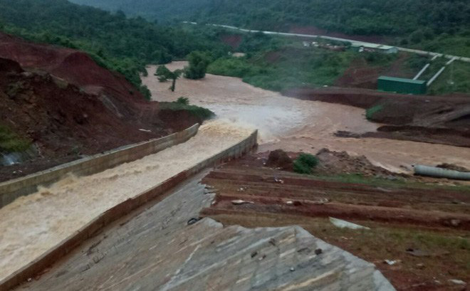 Di dời hàng ngàn người dân ở 2 tỉnh Bình Phước và Đắk Nông trước nguy cơ vỡ đập