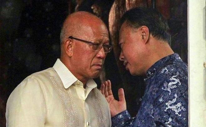 """BTQP Philippines """"dồn"""" Bắc Kinh: Tàu khảo sát Trung Quốc làm gì trong vùng biển chúng tôi?"""