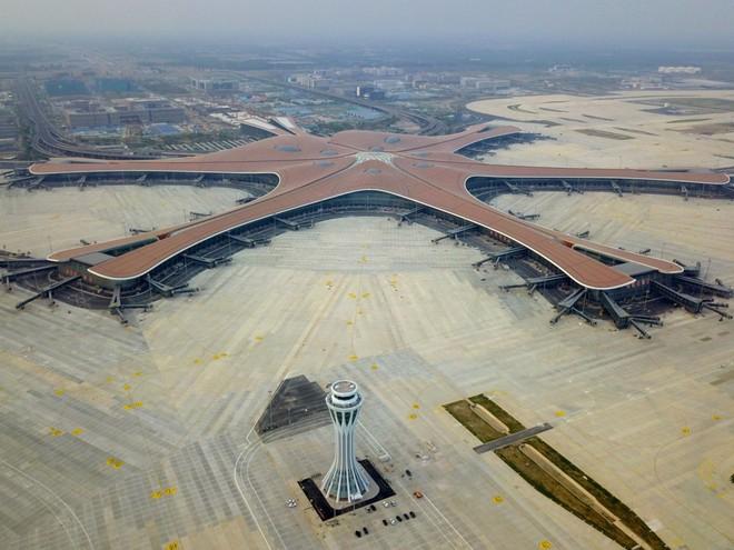 Có gì trong sân bay lớn nhất thế giới trị giá 12 tỷ USD? - Ảnh 1.