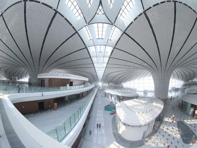Có gì trong sân bay lớn nhất thế giới trị giá 12 tỷ USD? - Ảnh 5.