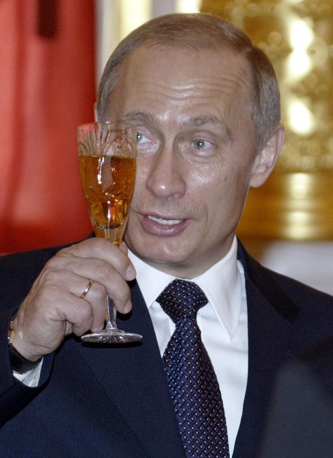 Ông Putin thay đổi thế nào trong 20 năm cầm quyền? - ảnh 8