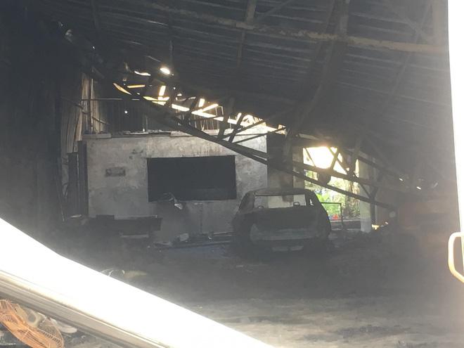Cháy quán cà phê lan sang kho chứa hàng thiệt hại trên 3 tỉ đồng - Ảnh 3.