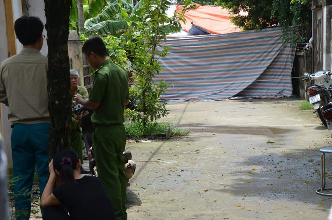 Hiện trường vụ anh truy sát gia đình em ruột khiến 5 người thương vong ở Hà Nội - Ảnh 1.