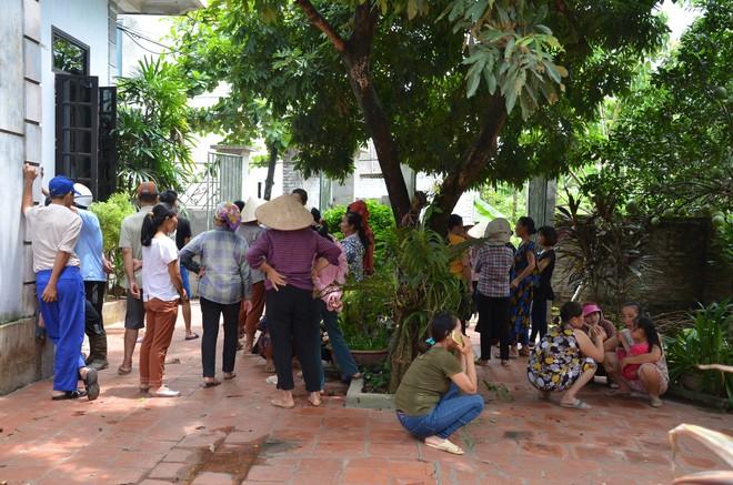Hiện trường vụ anh truy sát gia đình em ruột khiến 5 người thương vong ở Hà Nội - Ảnh 5.