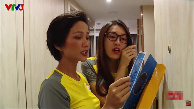 Diễn viên Bình An, Đỗ Mỹ Linh bị chỉ trích vì diễn lố trên truyền hình để lừa khán giả - Ảnh 4.