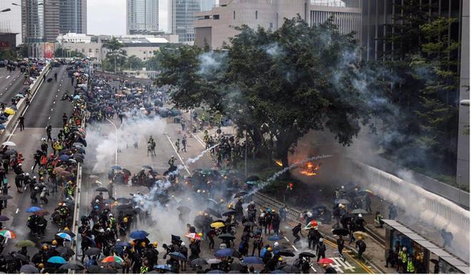 Hong Kong: Người biểu tình chuẩn bị phong tỏa sân bay - Ảnh 1.