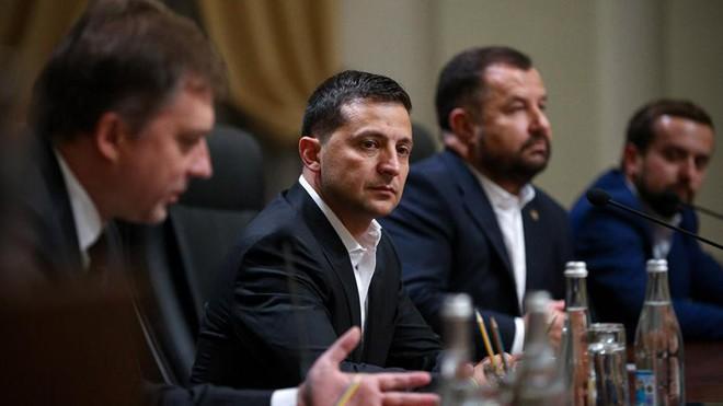 Tổng thống Ukraine Zelensky hứa không 'giang rộng vòng tay' khi gặp người đồng cấp Mỹ  - Ảnh 1.