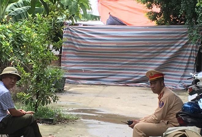 Thảm án ở Hà Nội: Hàng xóm nhìn từ xa, không ai dám can ngăn - Ảnh 5.