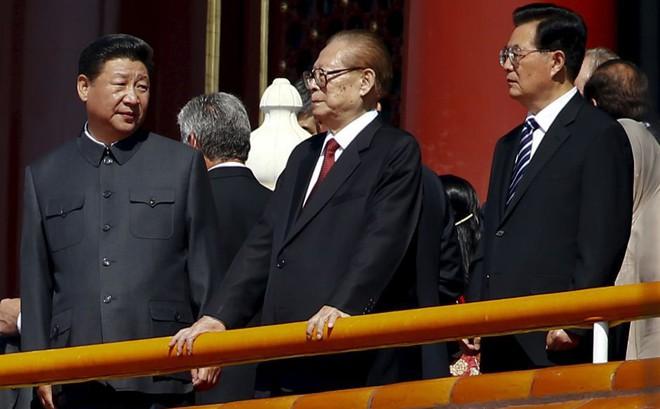 """Ông Tập Cận Bình làm Lãnh tụ nhân dân: Trung Quốc ra quyết định bước ngoặt giữa """"muôn trùng vây""""?"""