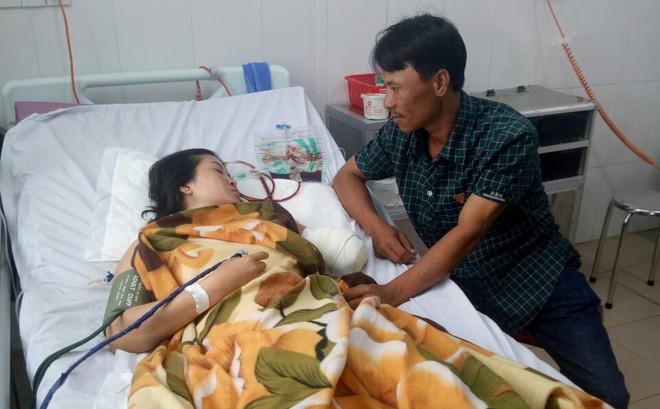 Cô giáo nghèo gặp nạn thương tâm, hiệu trưởng tức tốc nhờ chủ tịch xã chở đi cấp cứu