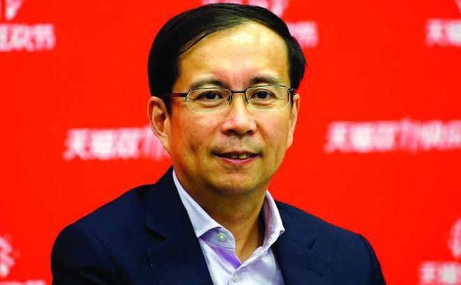 Chân dung người tiếp bước Jack Ma chèo lái Alibaba: Đi lên từ kiểm toán viên, kín tiếng đến mức từng bị nhầm là nhân viên tạp vụ nhưng tham vọng không hề kém nhà sáng lập