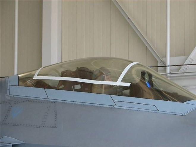 Giải cứu phi công kẹt trong buồng lái tiêm kích tàng hình F-22: Phải dùng biện pháp mạnh - Ảnh 2.